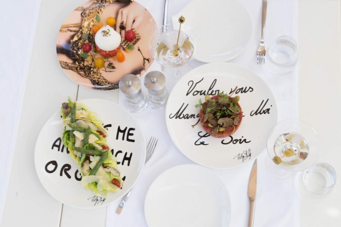 Prowokacja na porcelanie – fotografie Philippe'a Shangtiego na talerzach