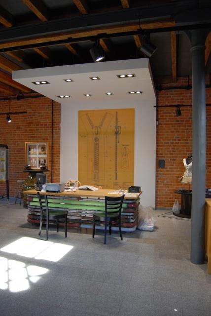 Wydobyć to, co najlepsze. Oto loftowe wnętrze showroomu fabryki od NOKO Design