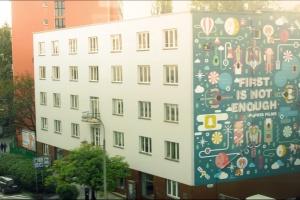 Każdy patrzy na miasto inaczej. Street art w obiektywie filmowca