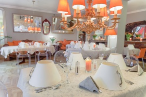Restauracje z niezwykłem wnętrzem. Zaskakuje ta w Bukareszczie, Tokio i Warszawie