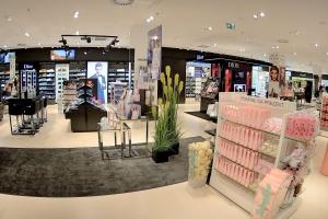 Oto jedna z największych perfumerii w Polsce. Nowoczesny koncept sprzyja zakupom
