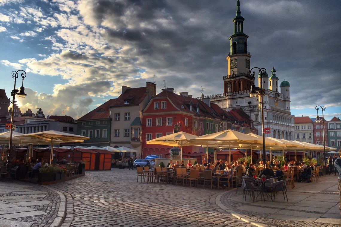 W Poznaniu znikają nielegalne reklamy
