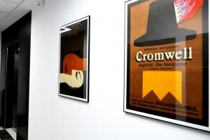 Kultowe polskie plakaty, czyli pomysł na ekskluzywny wystrój... lobby