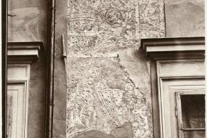 Zabytkowa fasada kamienicy Hipolitów odzyskuje blask
