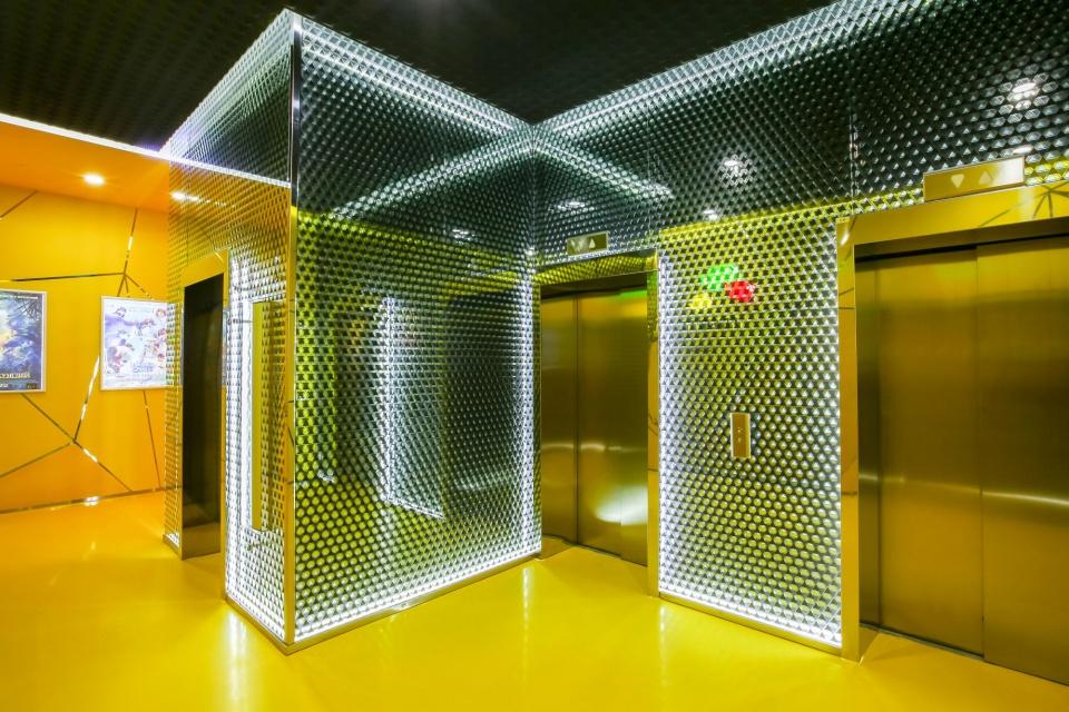 W Moskwie projektuje się bez sztampowych rozwiązań. Zobacz kino projektu Robert Majkut Design