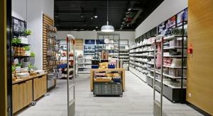 Skandynawski minimalizm i loftowe detale. Salon Duka w nowej odsłonie
