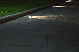Jak nas widzą, tak... - oświetlenie elewacji biura i parkingów