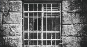 50-lecie Muzeum Więzienia Pawiak. To projekt Romualda Gutta i Mieczysława Mołdawy
