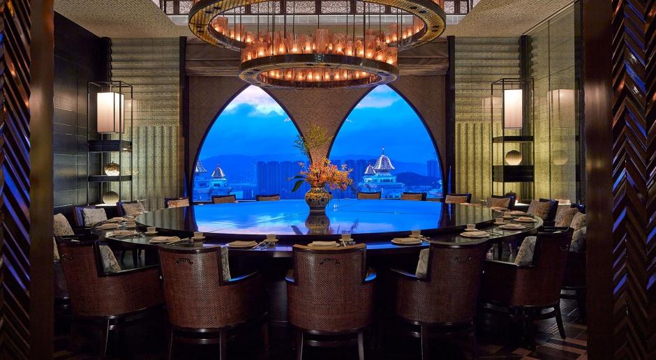 Hotelowe restauracje na świeczniku