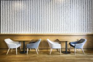 Ściana z filiżanek, duch z lat 20. Oto nietuzinkowa kawiarnia w sercu Gdyni