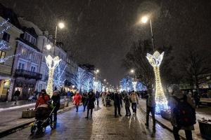 Zobacz, jak świąteczna iluminacja rozświetliła Warszawę