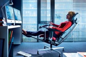 Rewolucje w pracy - 11 mebli, dzięki którym w biurze poczujemy się jak w domu