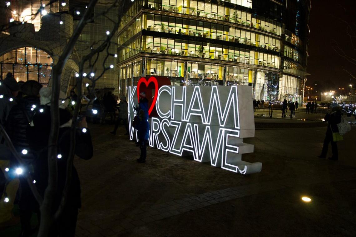 Zrób sobie selfie z neonem na placu Europejskim