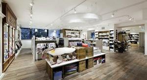 Podłoga w obiektach handlowych. Liczy się design, trwałość i szybki montaż