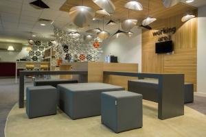 Kafeteria z charakterem to serce biurowca. Zobacz unikalne zdjęcia podparyskiej kafeterii