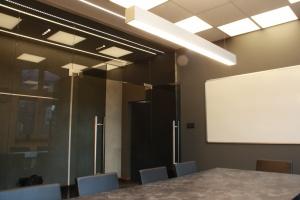 Tak wygląda nowe biuro Debacom. To projekt BB Architekci