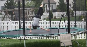 Nowe życie w starej zajezdni. Park trampolin na finiszu