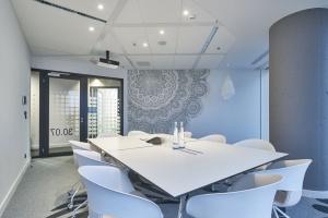 Unikatowe biuro JLL w Warsaw Spire. Tu akustyka ma znaczenie