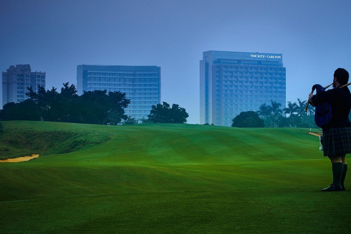 Z widokiem na... pole golfowe. Niezwykły projekt hotelu
