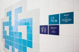 Pikselowa łazienka w szkole na Woli - zobacz jak ją zaprojektowano