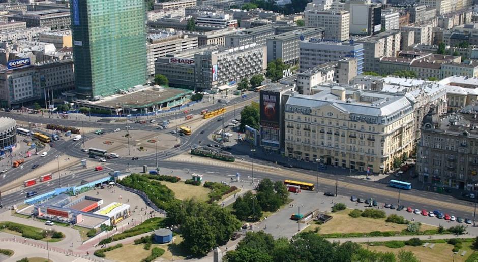 Piesi górą w centrum Warszawy. Ratusz ogłosił przetarg