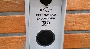 Bezprzewodowe ładowarki oraz USB także w... toaletach publicznych