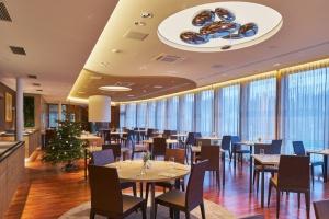 Menu, wystrój, komfort akustyczny – na co zwracamy uwagę w restauracjach?