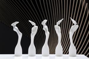 Brit Awards 2017 za nami. Niezwykłe statuetki od Zahy Hadid