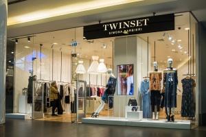 Nietuzinkowe wykończenia i śmiałe materiały to wyróżnia brand Twinset