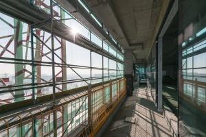 Elewacja na West Station II gotowa. Budowa biurowca przyspiesza