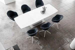 Kultowy stół w nowej odsłonie