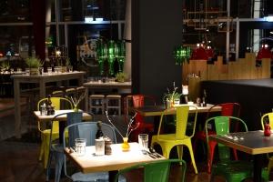 Jakie kolory wpływają na pobudzenie apetytu oraz lepszy nastrój gości w restauracji?
