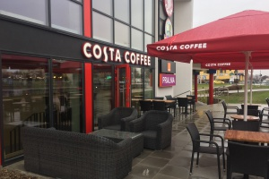 Pierwsza sieciowa kawiarnia w tej warszawskiej dzielnicy. W najnowszym designerskim stylu