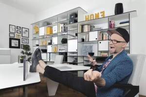 W biurze jak w domu. Zobacz jak to robi Tomasz Pągowski
