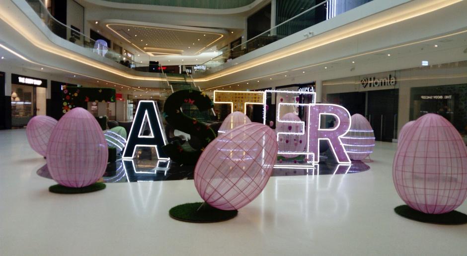 Centra handlowe stroją się na święta i inspirują