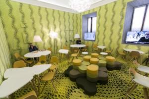 Instalacja artystyczna Maca Stopy w Mediolanie. Meble zachwycają