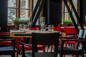 Niezwykłe połączenie restauracji typu high volume z delikatesami