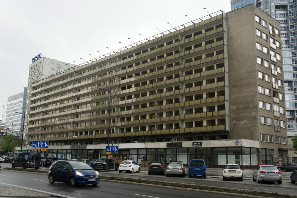 Zburzą 10-piętrowy biurowiec w centrum Warszawy. W jego miejsce stanie wieżowiec