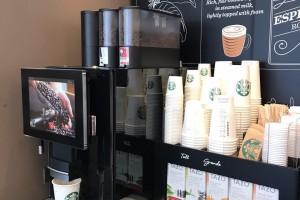 Złap kawę ze Starbucksa w ruchu. Sieć uruchamia nowy koncept