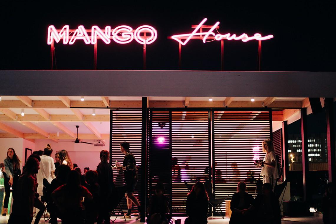 Drewno w nowoczesnej architekturze. Tak wygląda nowy salon Mango