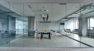 Szkło w biurowym wydaniu