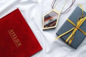 Prace Christiana Lacroix zamknięte w biżuterii? Historia pewnego naszyjnika