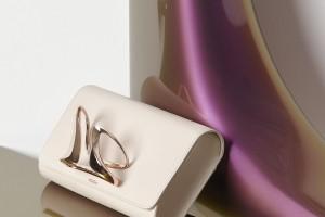 Zaha Hadid Design i Perrin Paris razem. Efekt? Piękne kopertówki z oryginalnymi klamrami
