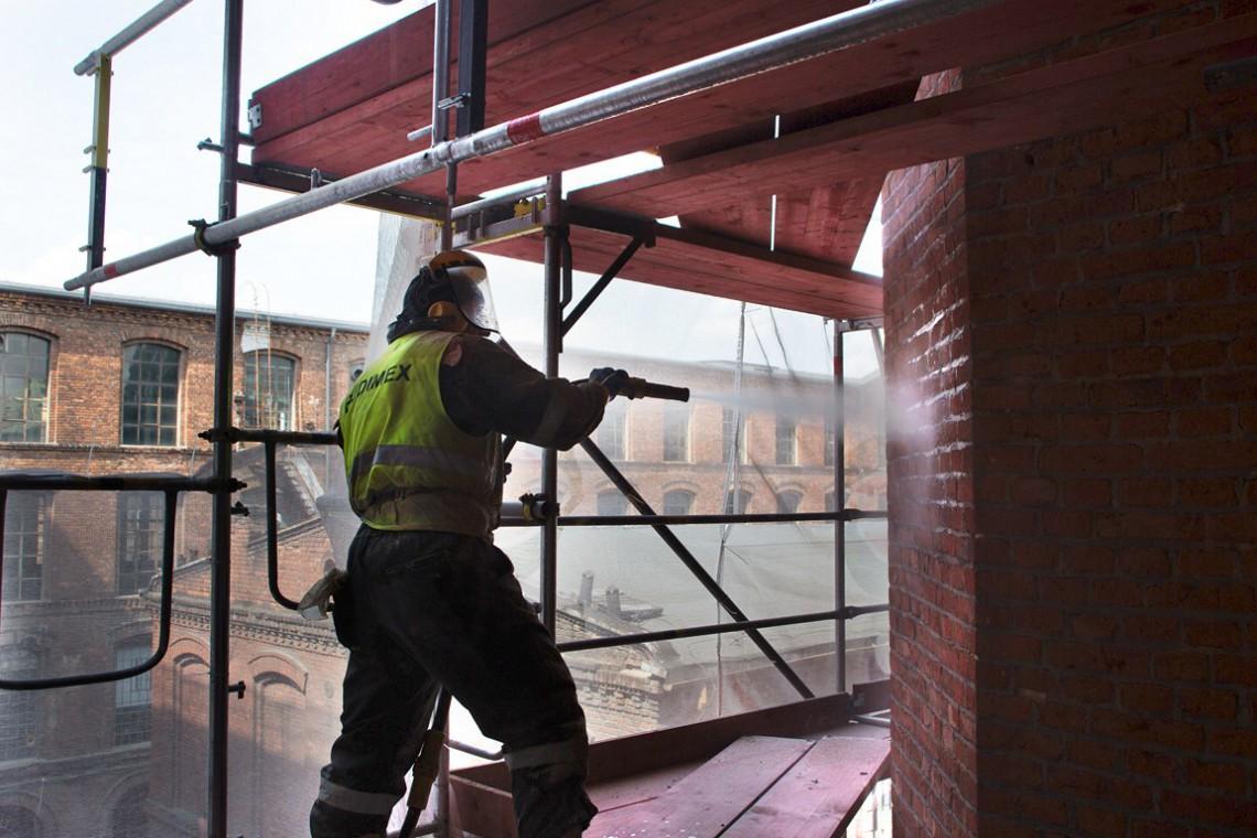 Rewitalizacja w stylu OFF. W Sepia Office myją już cegły