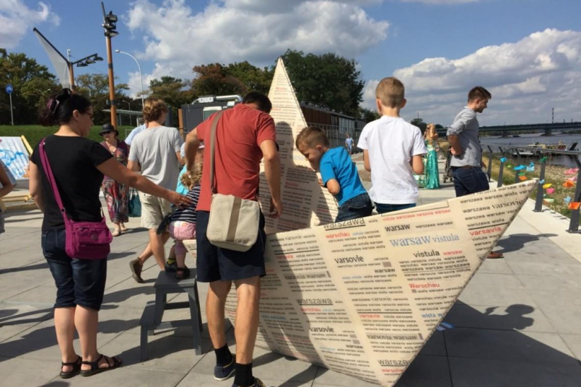 Rzeźba niczym papierowa łódeczka. Nowa atrakcja przy Wiśle