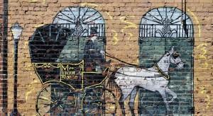 Murale ze starych fotografii na drewnianych budynkach