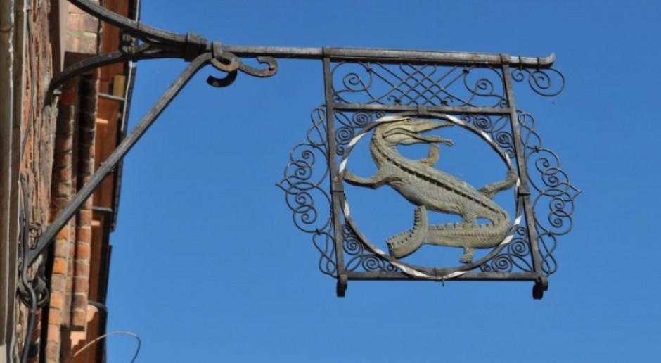 Zobacz wyjątkowe szyldy z warszawskiej Starówki