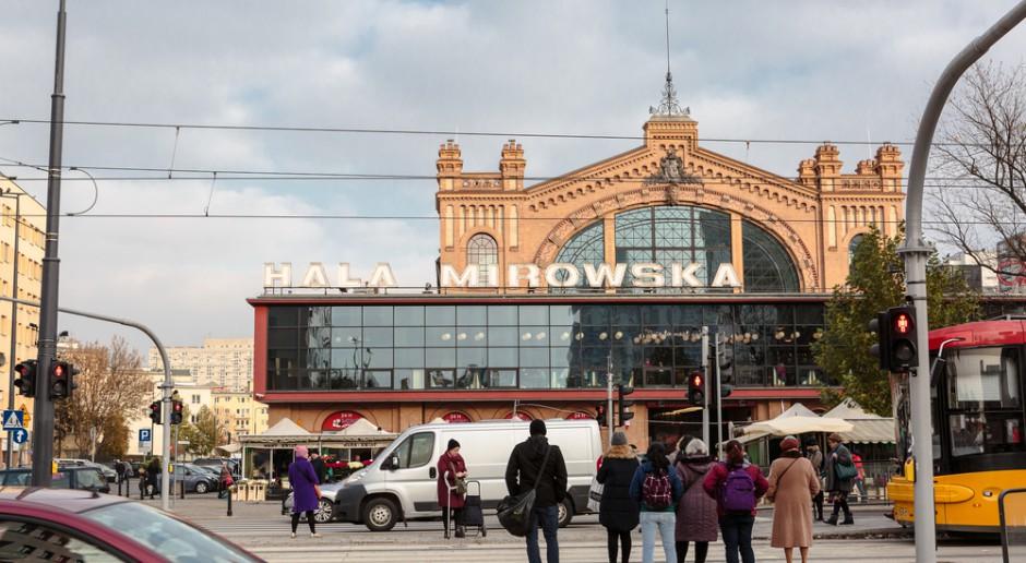 Hala Gwardii niczym ruchoma scenografia dawnej Warszawy