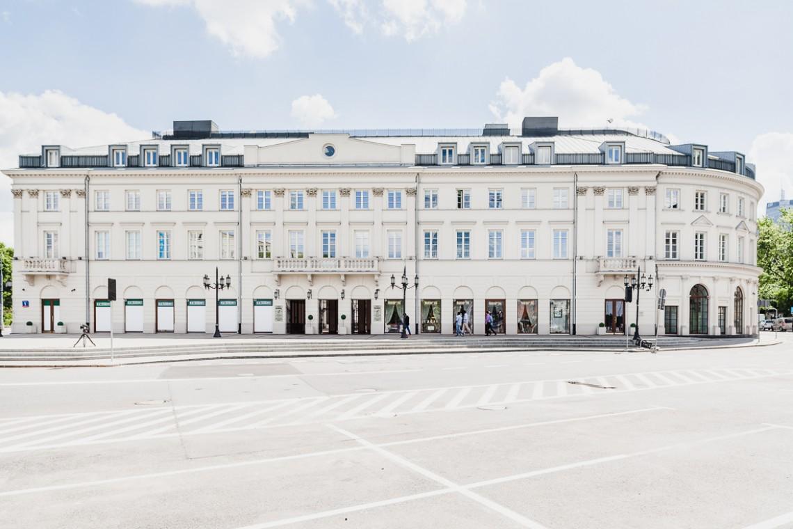 Kiedyś Hotel Saski, dziś nowoczesny biurowiec. Jakie tajemnice skrywa Plac Bankowy 1?