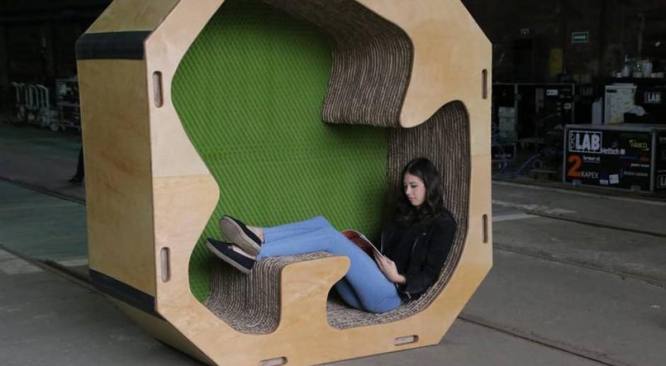 Studenci zaprojektowali wielofunkcyjne meble z... papieru